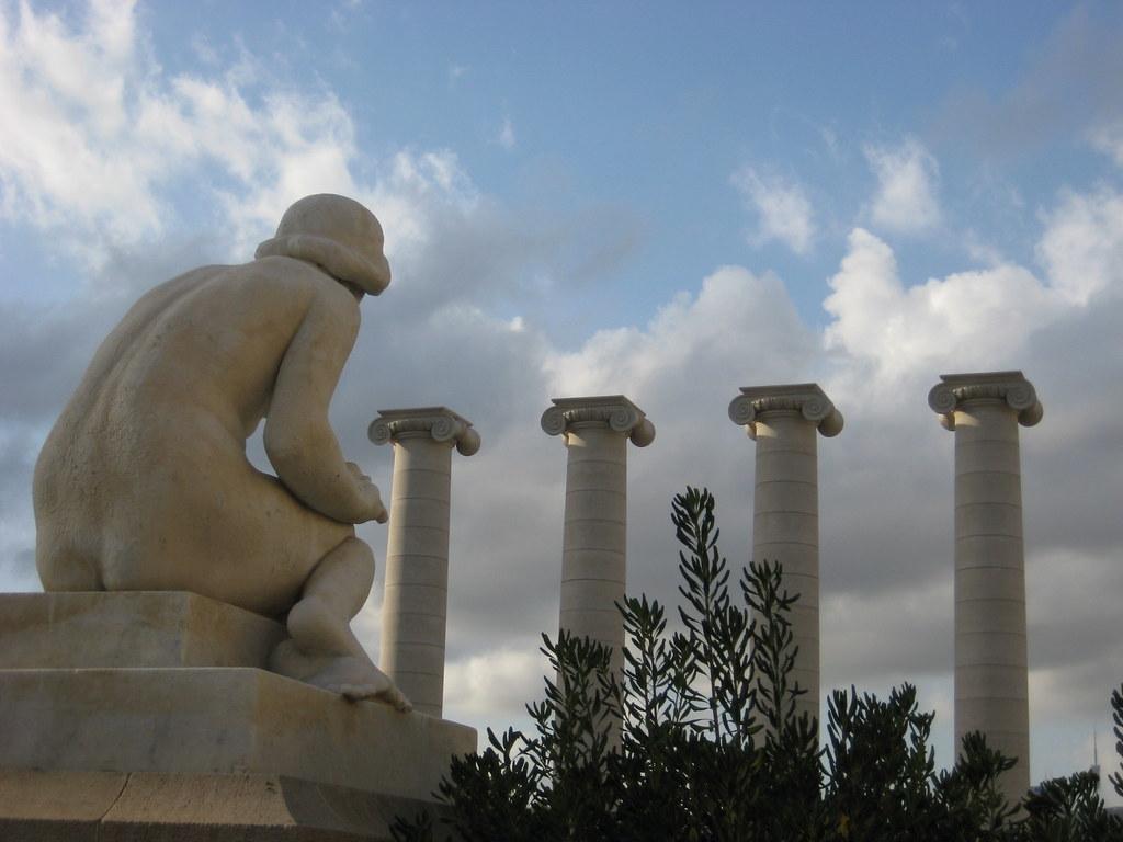 Resultado de imagen de las cuatro columnas de puig i cadafalch