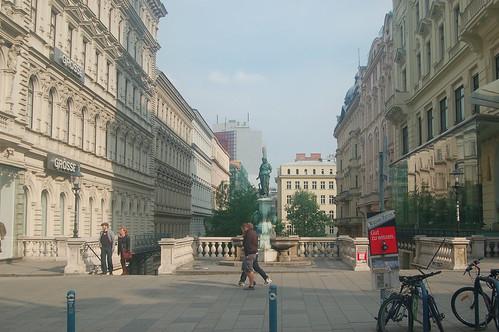 Eine Treppe führt nach unten in die untere Stadt Wiens