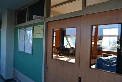 Вдоль коридора – двери в классы