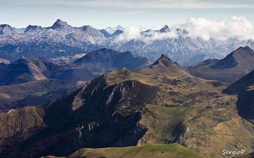 Pirineos en la parte francesa desde la cima del Ori