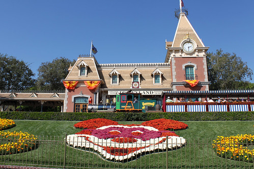Main Street Station complete with Halloween Mickey floral!