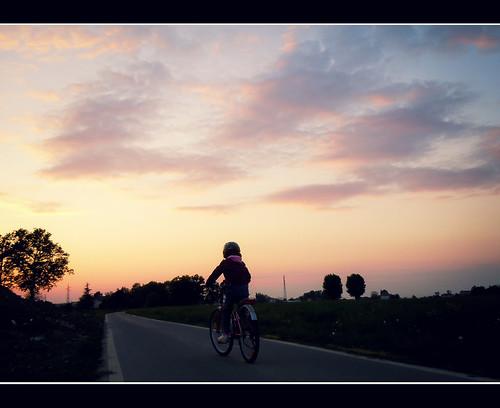 road street strada tramonto nuvole rosa cielo bici bimba giusfido63