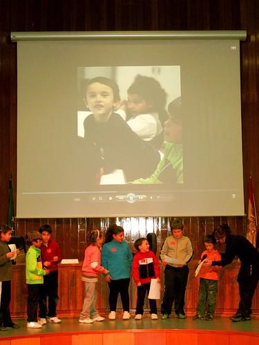 niñas y niños valorando el cumplimiento de los derechos de la infancia