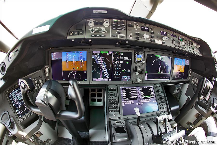 Кабина пилота Дримлайнера B-787