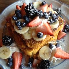belgian waffle(0.0), produce(0.0), waffle(0.0), meal(1.0), breakfast(1.0), berry(1.0), brunch(1.0), fruit(1.0), food(1.0), dish(1.0), dessert(1.0), pancake(1.0),