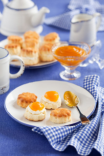 Scones with mango and tangerine Jam