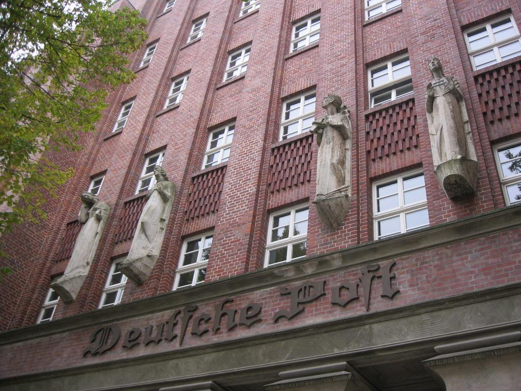 1927 Magdeburg 4 expressionistische Allegorien des Postwesens von Fritz Maenicke Travertin am Fernmeldeamt Listemannstraße 6 in 39104 Mitte