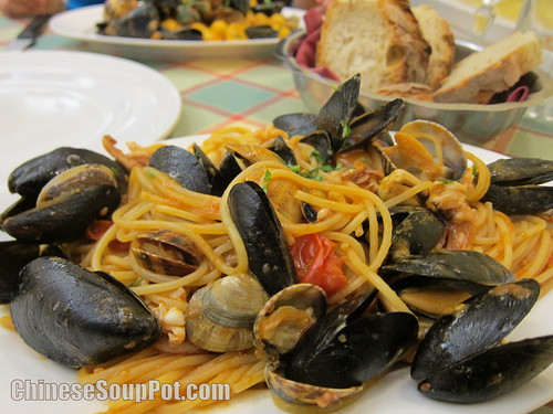 [photo-seafood pasta in italy]