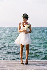 [フリー画像素材] 人物, 女性 - アジア, 結婚式, ウエディングドレス, 人物 - 海, 人物 - 花・植物, ベトナム人 ID:201111211600