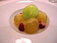 Melón al estilo Goizeko, macerado en aceite virgen son sorbete de mojito - Restaurante Goizeko Kabi'ar - Madrid