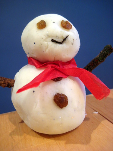 Snow Playdough to make snowmen with