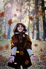 [フリー画像素材] 人物, 子供 - 女の子, 紅葉・黄葉, 人物 - 公園, マケドニア人 ID:201111291400
