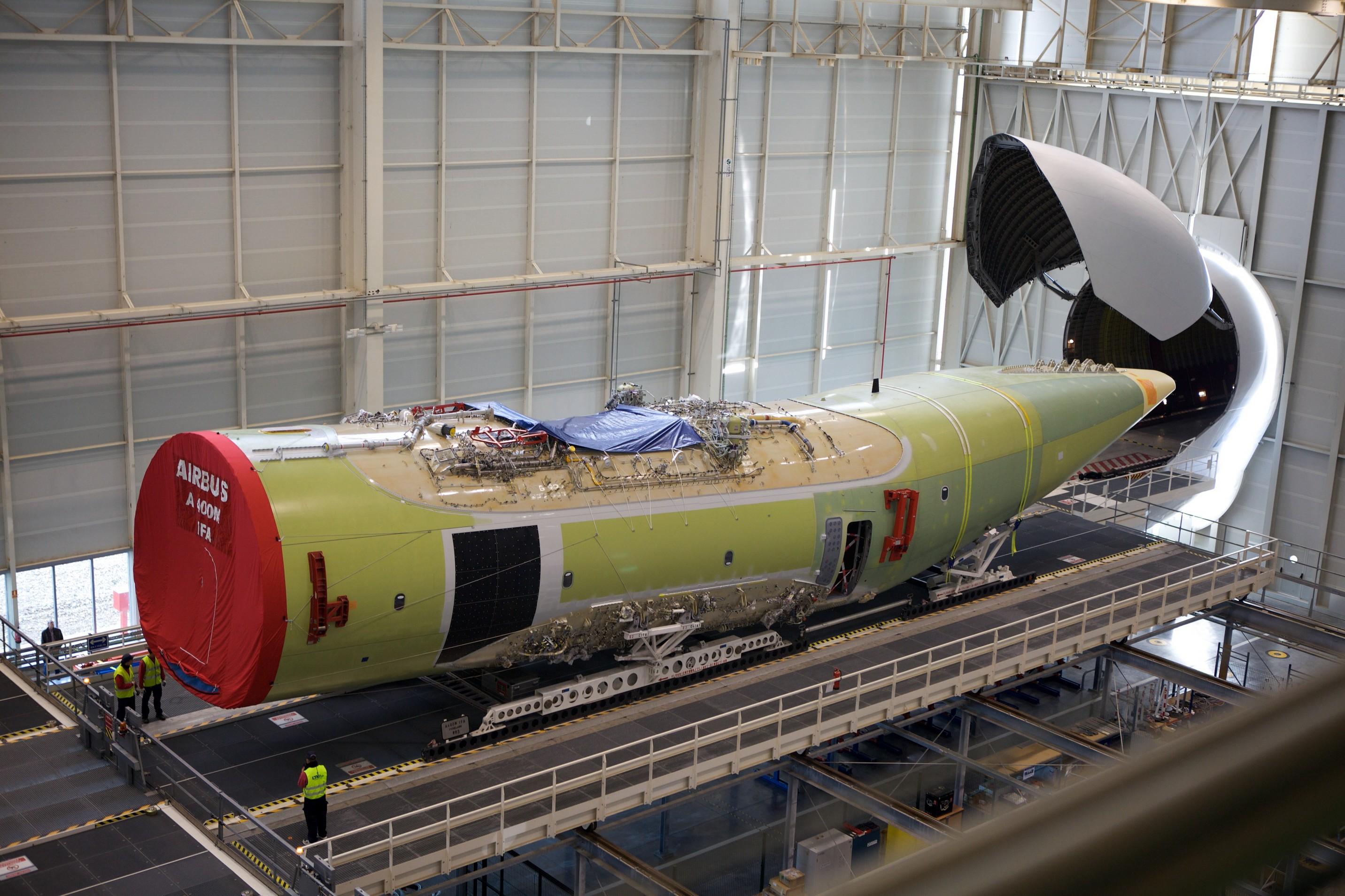 Fuselaje A400M en descarga