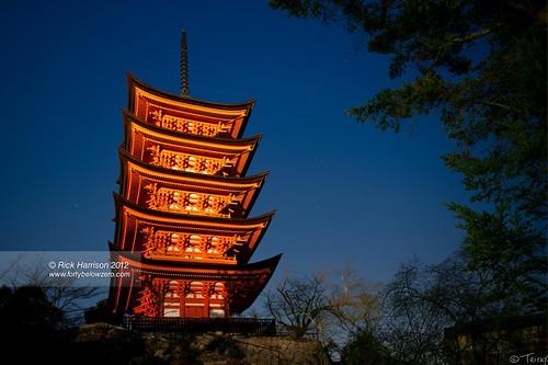 red japan night island temple japanese pagoda dusk hiroshima miyajima jp prefecture hiroshimaprefecture 五重塔 5story gojyuunodou