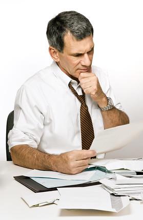 Confused Man Reading a Bill or Bank Statement - 無料写真検索fotoq