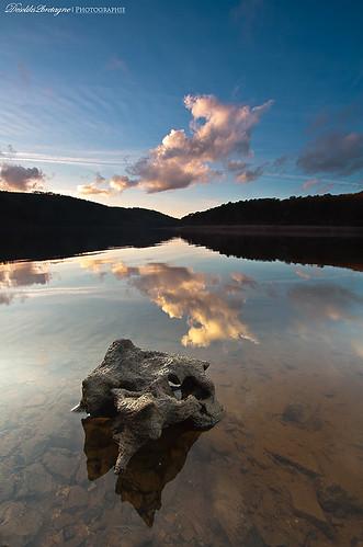 sunset lake france nature canon french landscape brittany lac bretagne breizh reflet filter paysage morbihan hitech couchédesoleil refelection filtre fantasticnature 450d canonefs1022mmusm saintaignan guerledan nd09hardgrad descliks2bretagne ledilhuitnicolas