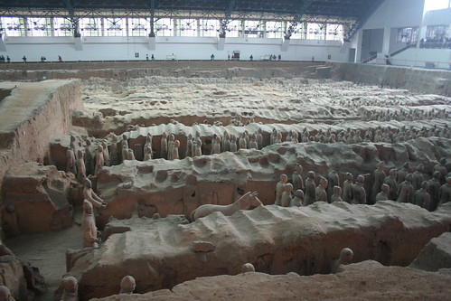 2011-11-17 - Xian - Terracotta warriors - 25 - Excavation hall 1 - Pit