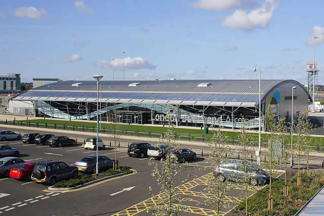 how to get to london southend airport