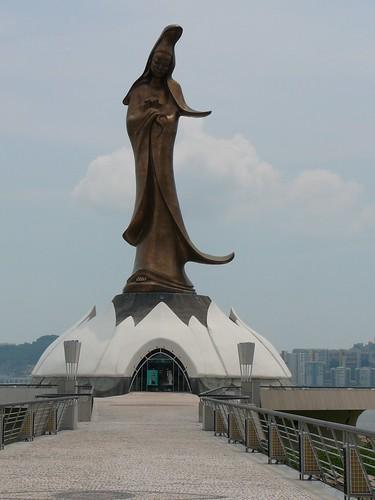 Kun lam statue