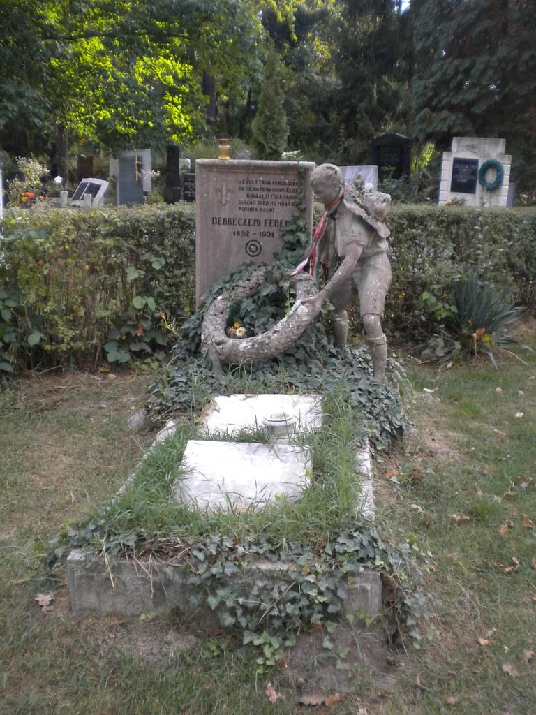 Tumba en el cementerio de Debrecen