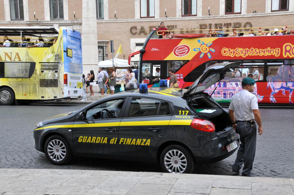 Truffa alla Carige: 7 arresti e sequestri per 21 milioni di euro