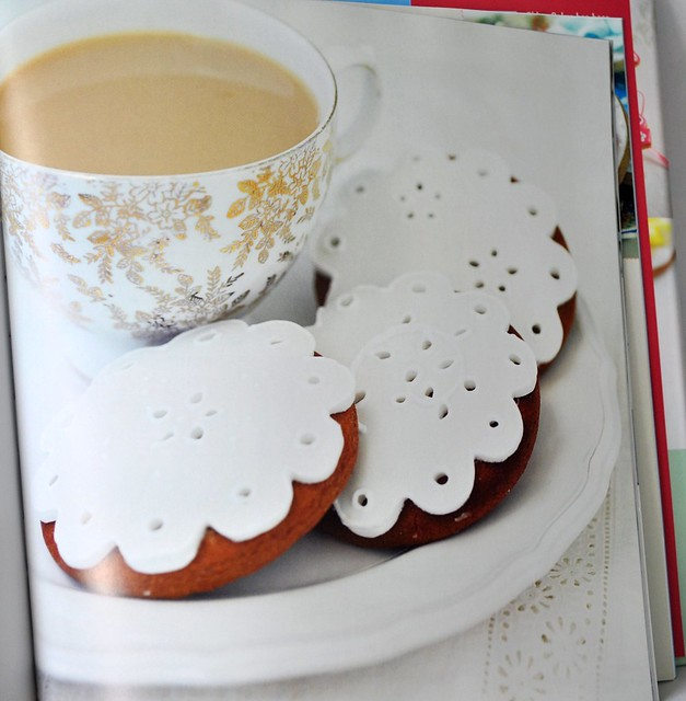 Broderie Anglaise cookies