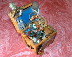 Recordando a Julio Verne, un baúl steampunk.