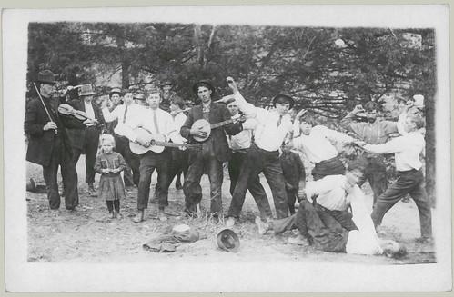 Dueling banjo players