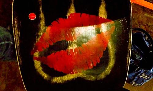 016: Ass kiss
