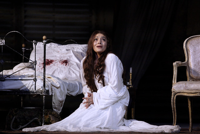 Ailyn Pérez as Violetta in Richard Eyre's La traviata © Catherine Ashmore/ROH 2011