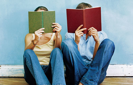 couple-reading-books