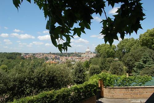 Der Petersdom von einer Aussichtsplattform auf dem Giancolo fotographiert