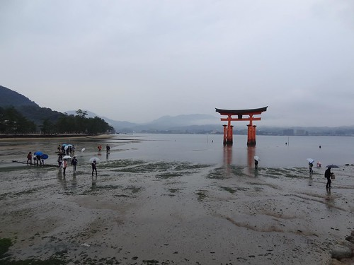 Itsukushima Shrine - Miyajima by girl from finito