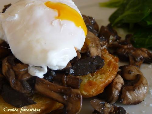 croûte aux champignons et oeuf poché
