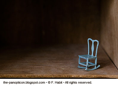dhouse-bluechair