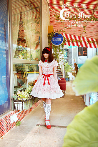 White_moon_one_piece_red_ruffles_lace_lolita_dress_10