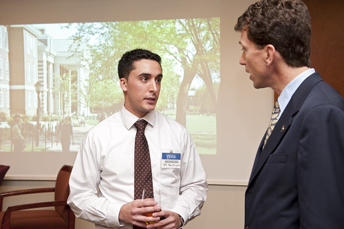 how to use alumni networking to increase job opportunities