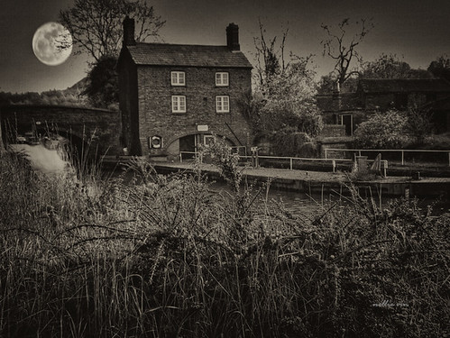 Full Moon over the Hartshill Wharf
