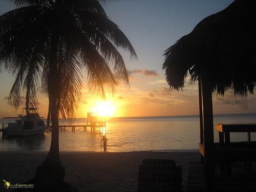 6390757501 86e027e819 Restaurant in Honduras   The Best Sunsets on Roatan, Great Eats and a Place To Stay!
