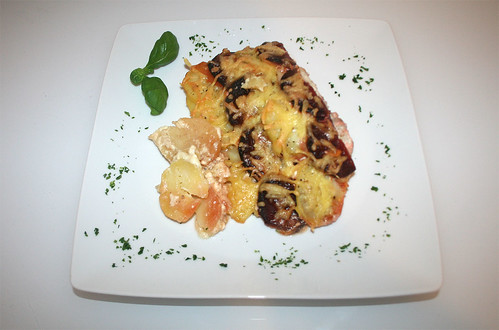 31 - Rote Beete-Kartoffel-Gratin / au gratin beetroot potatoes  - Serviert