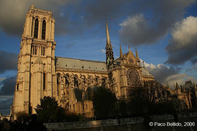 Catedral de Notre-Dame al atardecer. © Paco Bellido, 2006