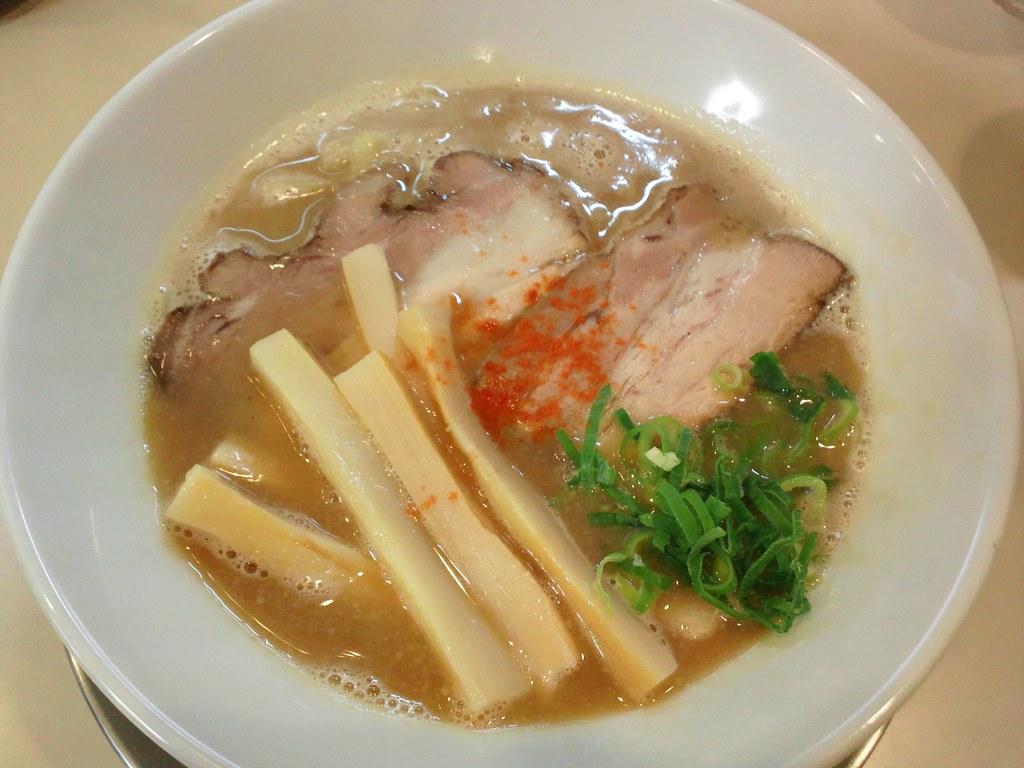 鶏にぼの煮干しスープ切れにつきまぼちゅースープと合わせた「鶏まぼ」