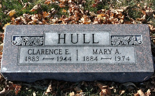 Tombstone of Clarence and Mary Hull