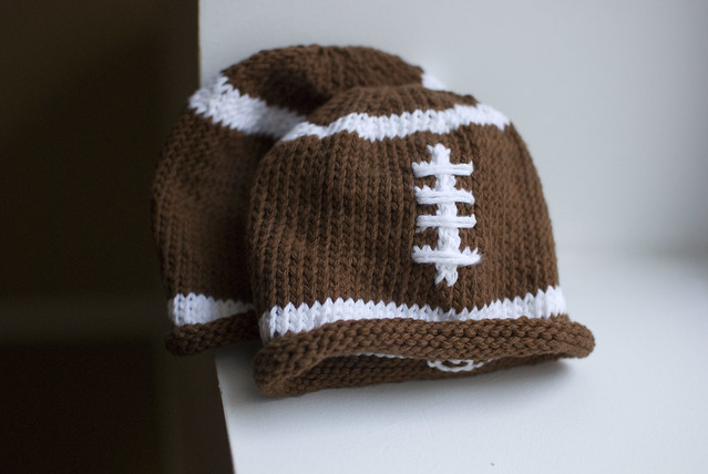 46_50 knitted football hat