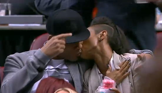 Will-Smith-and-Jada-kiss-photo (1)