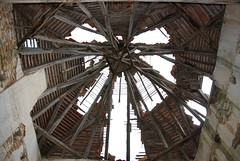 Le toit de l'abris en passoire -The roof of a shelter in colander
