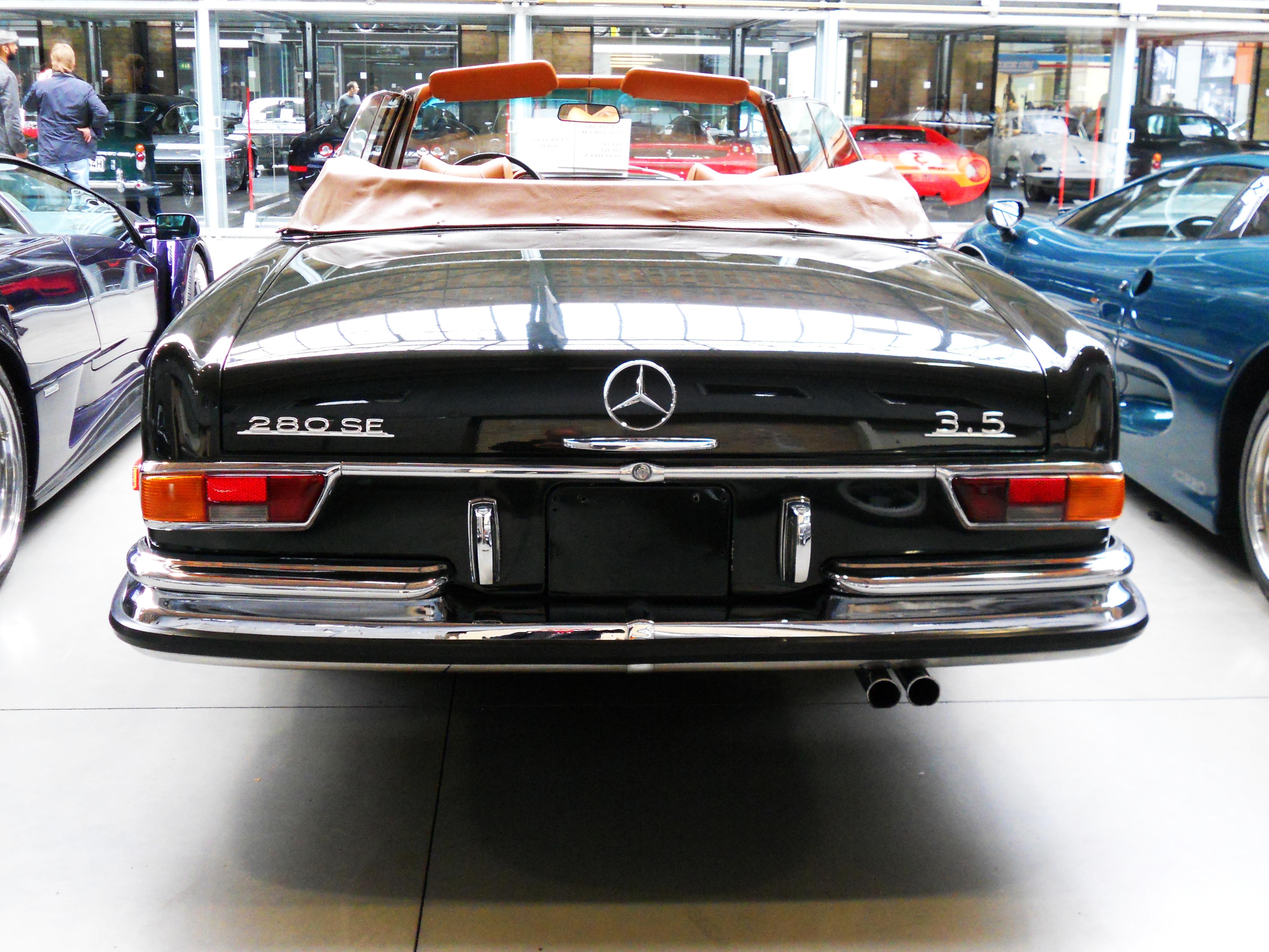 Autos mercedes w111 cabrio for Mercedes benz sweatsuit