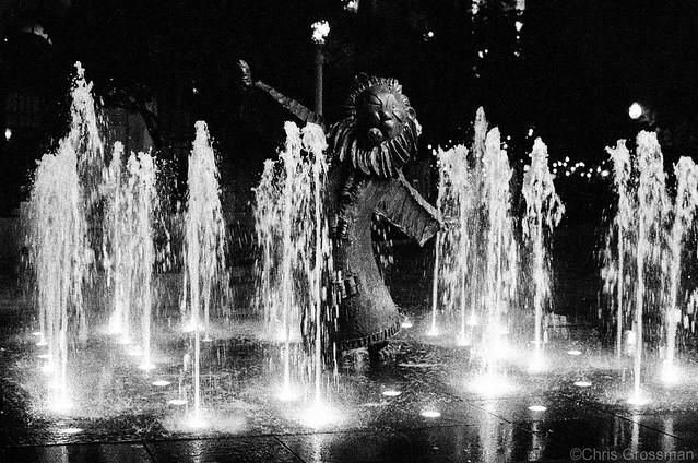 The Lion's Fountain - Nikon FE - Nikkor-SC 55mm F/1.2 - TMAX 3200