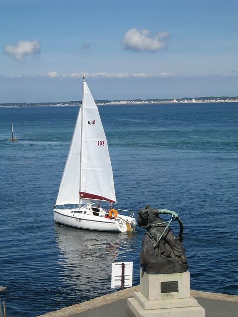 Le Croisic - Petit bateau à voile  Devant la place dArmes  Flickr ...