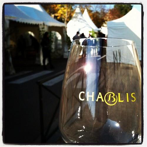 中午12:30開始的Chablis酒展,買只5歐元的杯子,就可以喝通海。